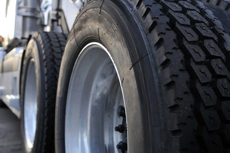 King_Truck Trailer Repair_Tires_800x533px-min